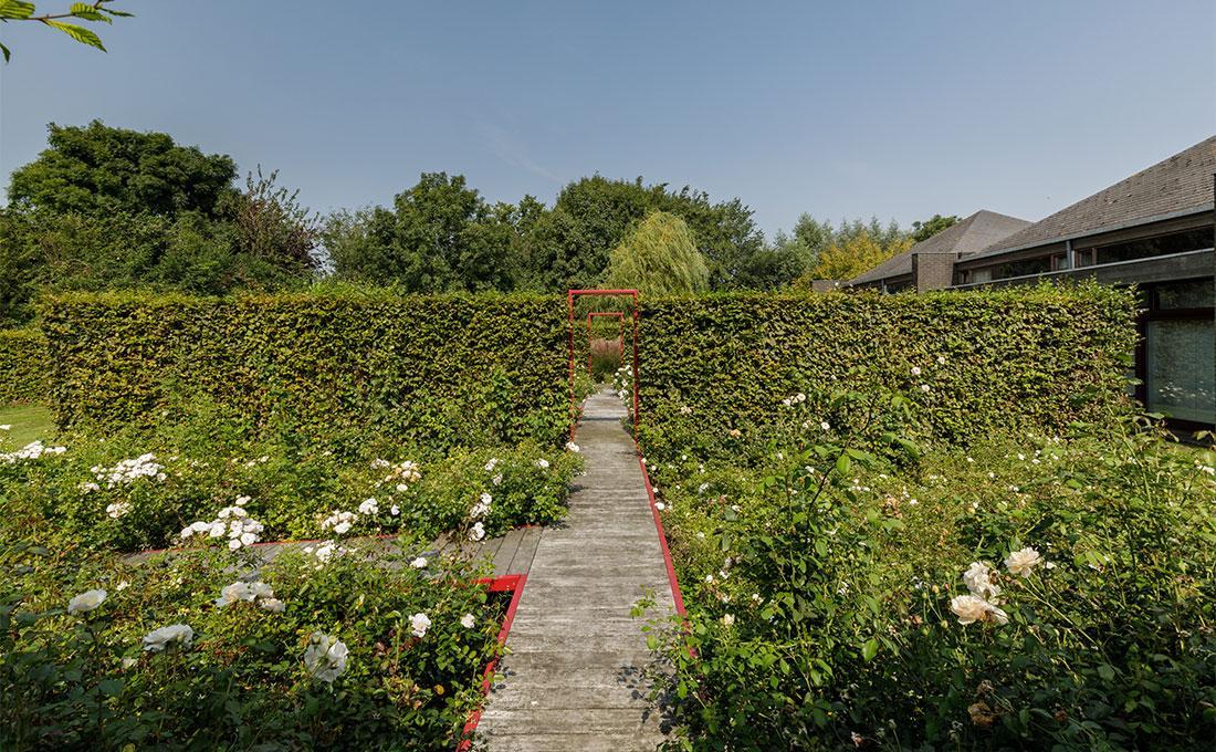 141-parktuin-vijver-water-grote-tuin-loopbrug-prairie-vasteplanten-spruyt-37.jpg