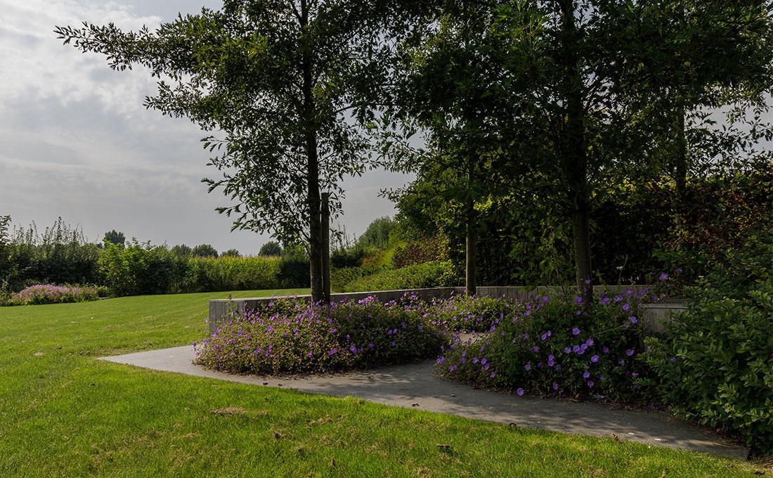 141-parktuin-vijver-water-grote-tuin-loopbrug-prairie-vasteplanten-spruyt-42.jpg