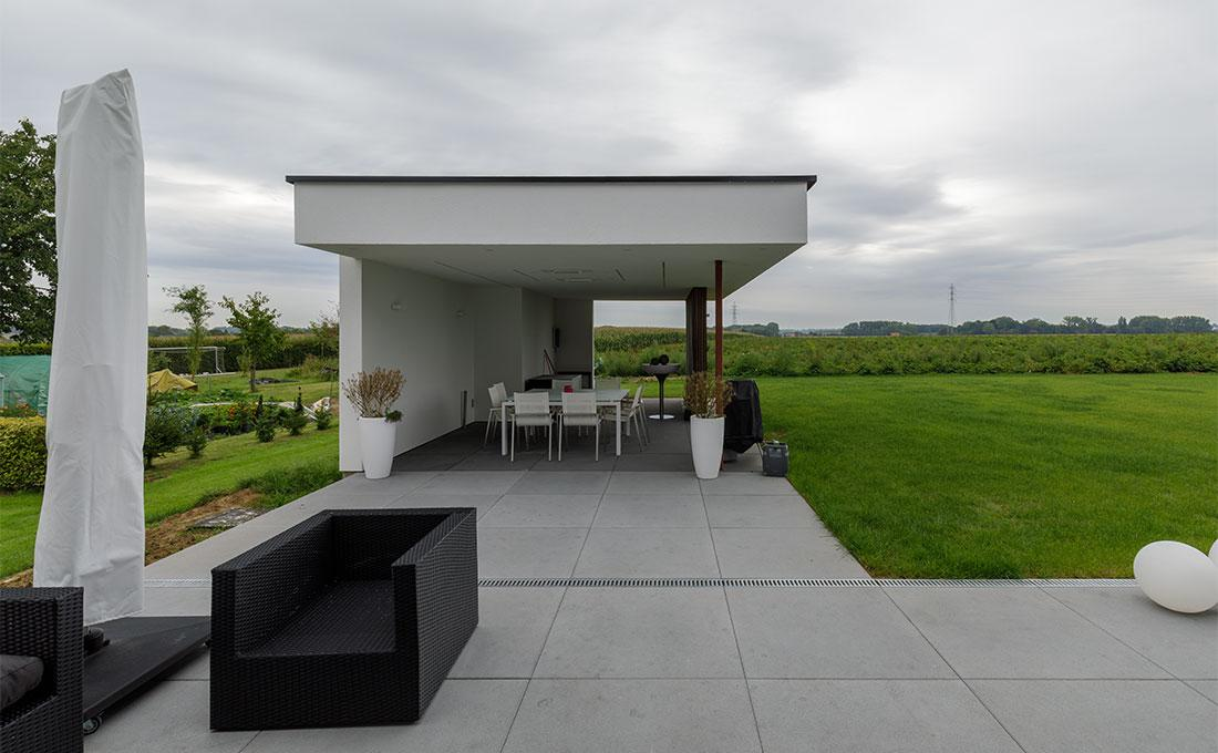 142-buitenkeuken-overdekt-terras-lounge-natuurlijk-tuin-modern-strak-70.jpg