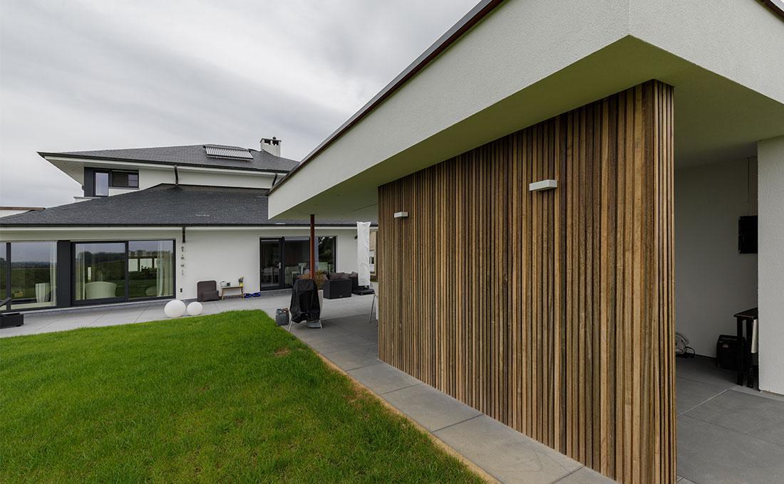 142-buitenkeuken-overdekt-terras-lounge-natuurlijk-tuin-modern-strak-73.jpg