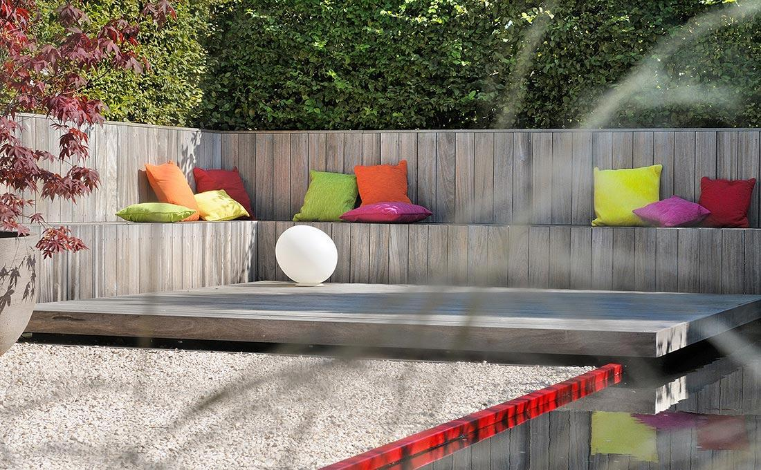 155-waterpartij-foscarini-egg-rood-accent-modern-fontein-padouk-zitbank-atelier-vierkant-51.jpg
