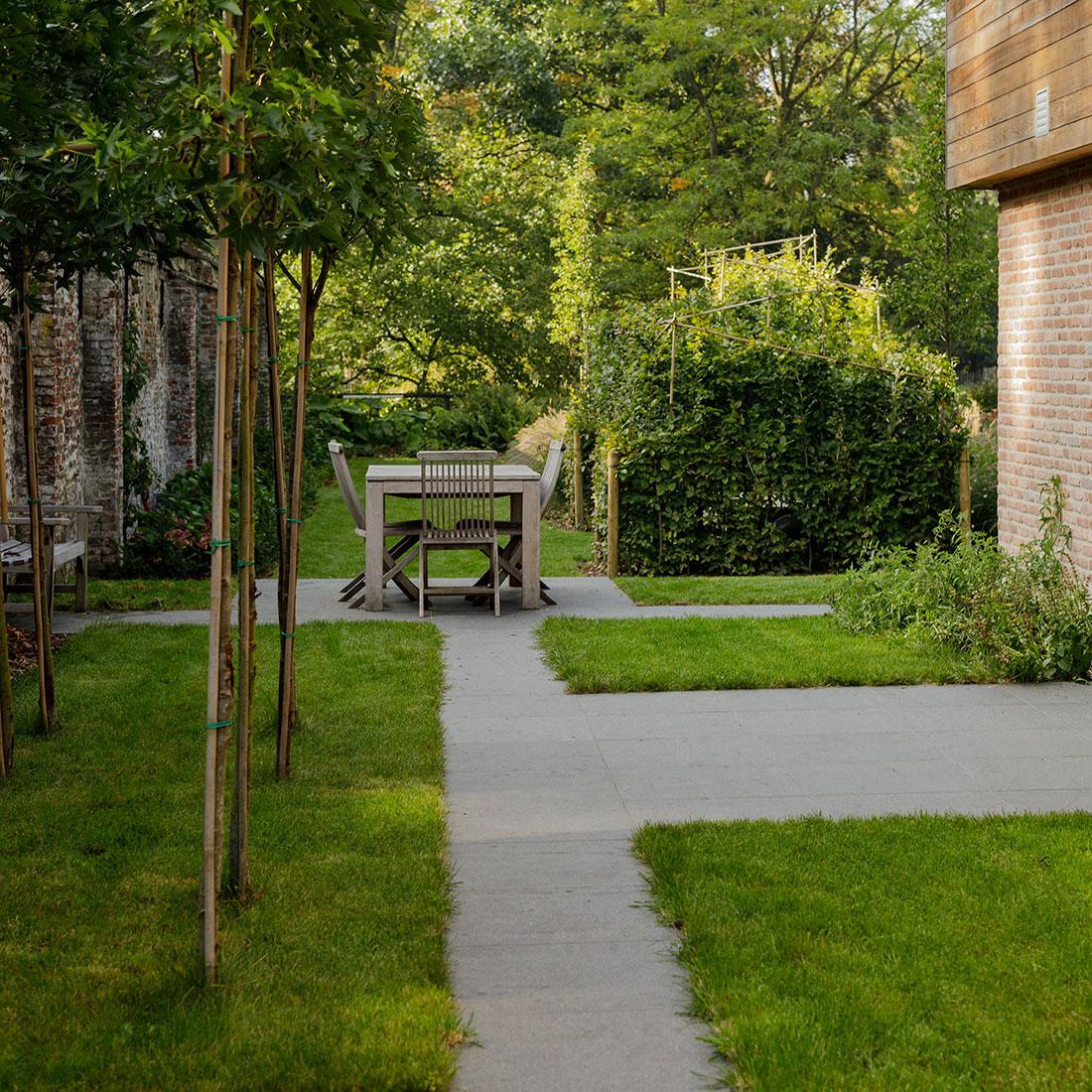 177-kasteeltuin-villatuin-multibat-topiary-carpinus-fagus-oprijlaan-natuur-natural-tuinarchitect-tuinontwerp-76.jpg