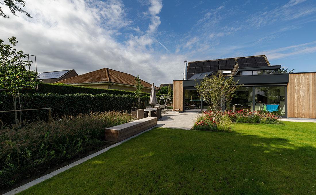 interieur-exterieur-binnen-buiten-tuin-wild-bloemen-zitbank-keramisch-55.jpg