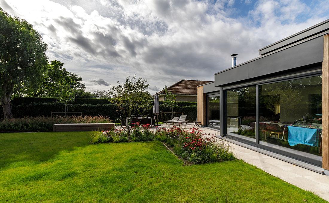 interieur-exterieur-binnen-buiten-tuin-wild-bloemen-zitbank-keramisch-56.jpg